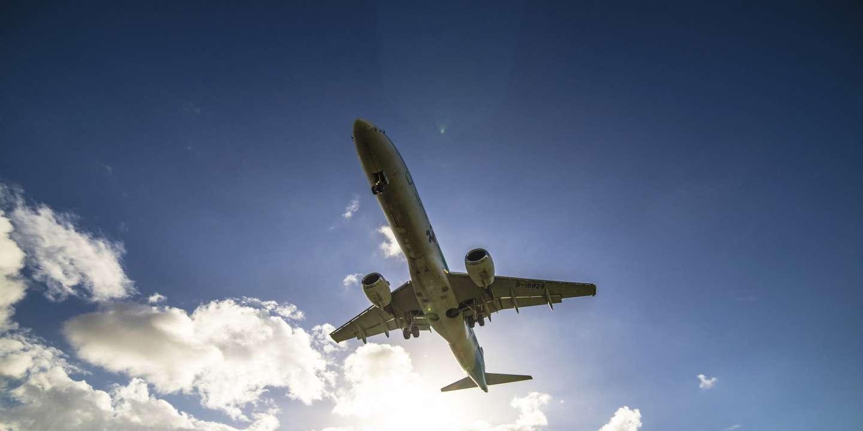 Climat: une étude de la Commission européenne propose de taxer le kérosène des avions