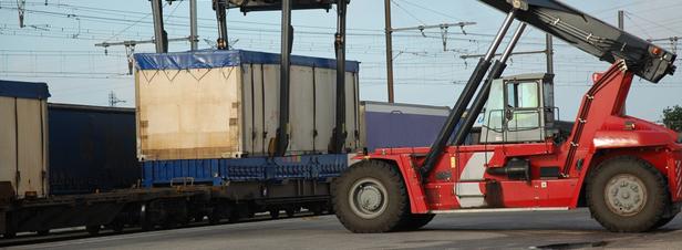 Transport de marchandises : quelles pistes pour encourager des alternatives à la route ?